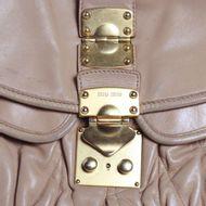 Bolsa-Miu-Miu-Coffer-Leather-Bege