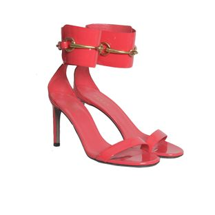 Sandalia-Gucci-verniz-coral