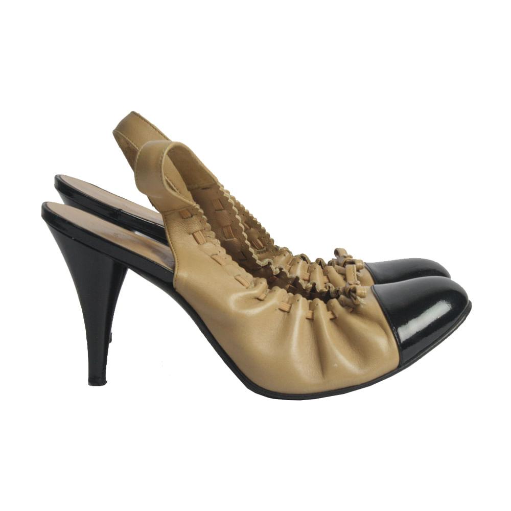 5a809b3a7 Sapato de Salto Chanel Couro | Brechó de luxo - prettynew
