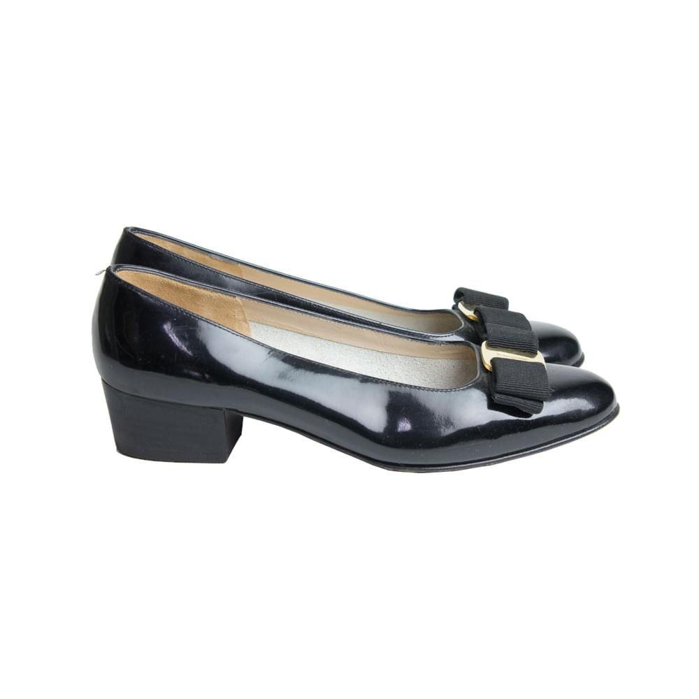 Sapato Salvatore Ferragamo Preto   Brechó de luxo - prettynew 1059bd434e