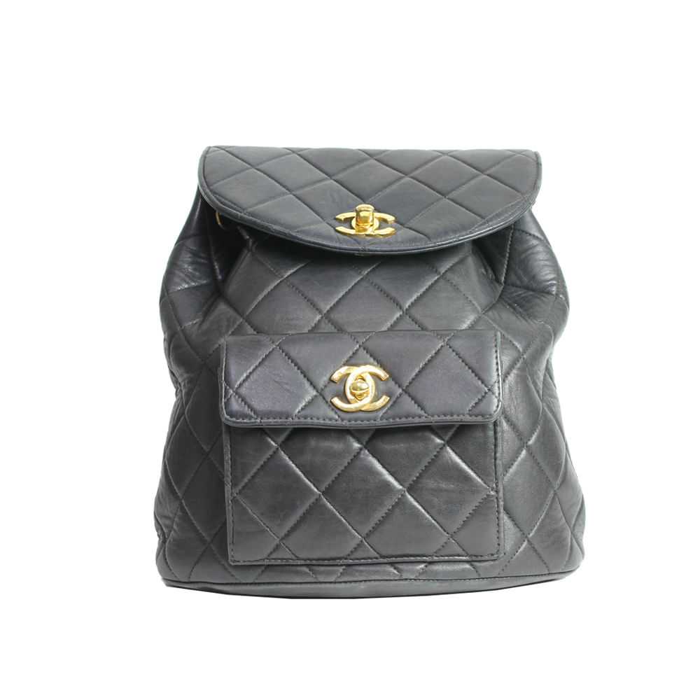 Mochila Chanel Vintage Quilted   Brechó de luxo - prettynew 9f50fd6737