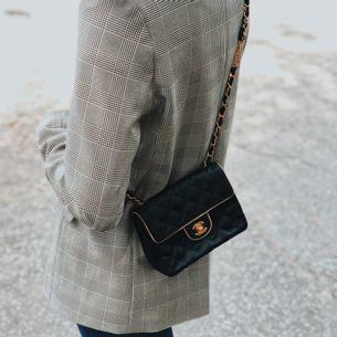 Bolsa-Chanel-Classic-Mini-Square-Preta-Seda