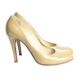 pump-christian-louboutin-couro-nude