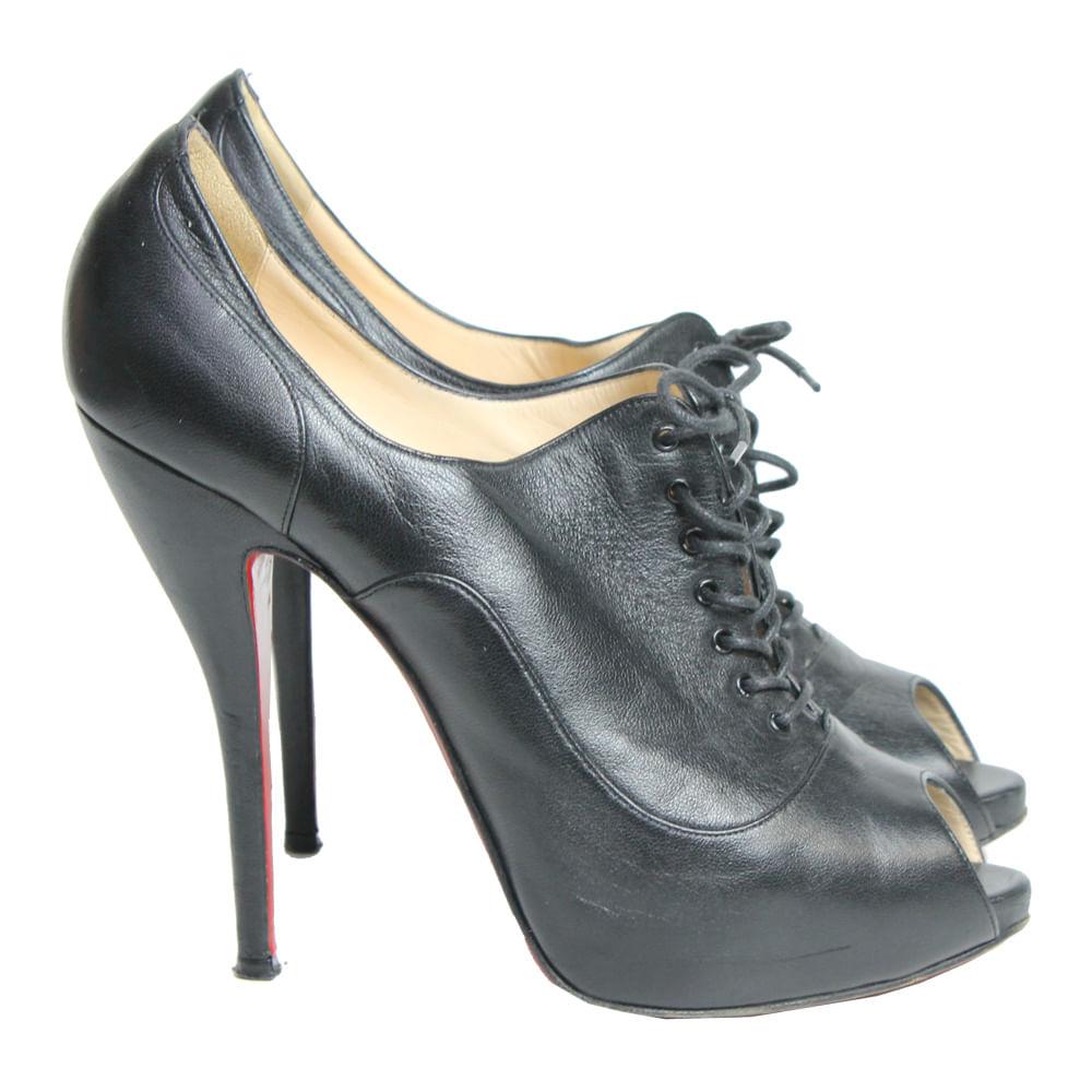 Ankle Boot Christian Louboutin Peep Toe Couro   Brechó de luxo ... 2e28a89235