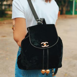 Mochila-Chanel-Vintage-Veludo-Preto