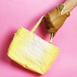 mini-bolsa-prada-tie-dye-amarelo-com-canutilhos