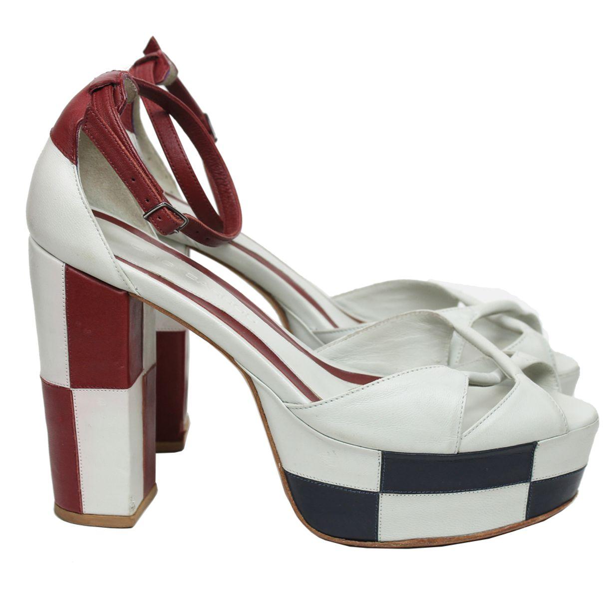 2514-sandalia-cris-barros-couro-off-white-e-vermelho-1