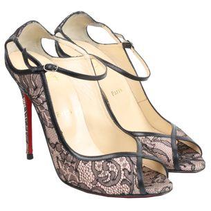 2524-sapato-christian-louboutin-peep-toe-lace-verso