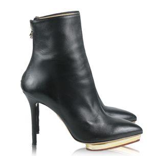 2614-bota-charlotte-olympia-couro-preto-1