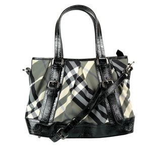 61136-Bolsa-Burberry-Beat-Check-Verniz-Preto