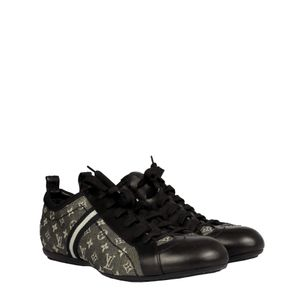 61954-Tenis-Louis-Vuitton-Monograma-Cinza-e-Preto-verso