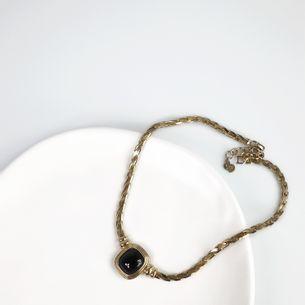 Colar-Christian-Dior-Dourado-Pedra-Preta