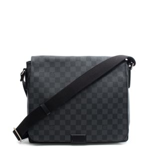Pasta-Louis-Vuitton-District-PM-Damier-Graphite