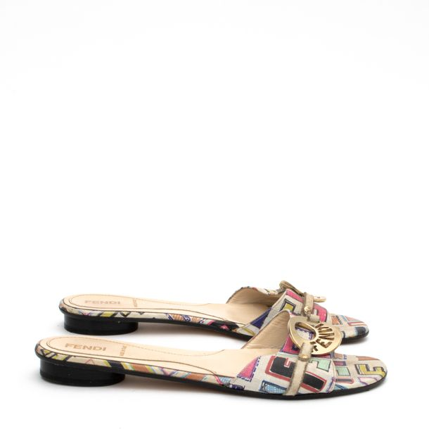 Sandalia-Rasteira-Fendi-Estampa-Colorida