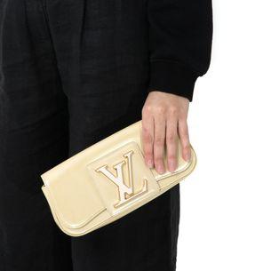Clutch-Louis-Vuitton-Sobe-Verniz-Creme