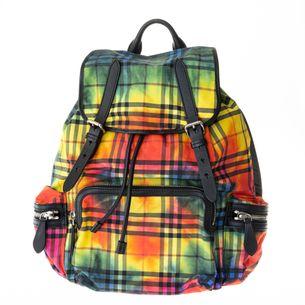 Mochila-Burberry-Rucksack-Xadrez-Tie-Dye